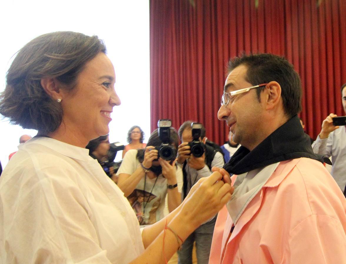 Imposición de pañuelos a representantes de asociaciones de Logroño