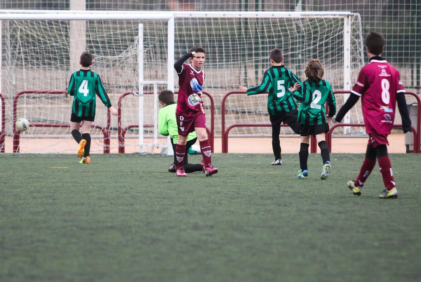 El fútbol llena los campos en los Juegos Deportivos