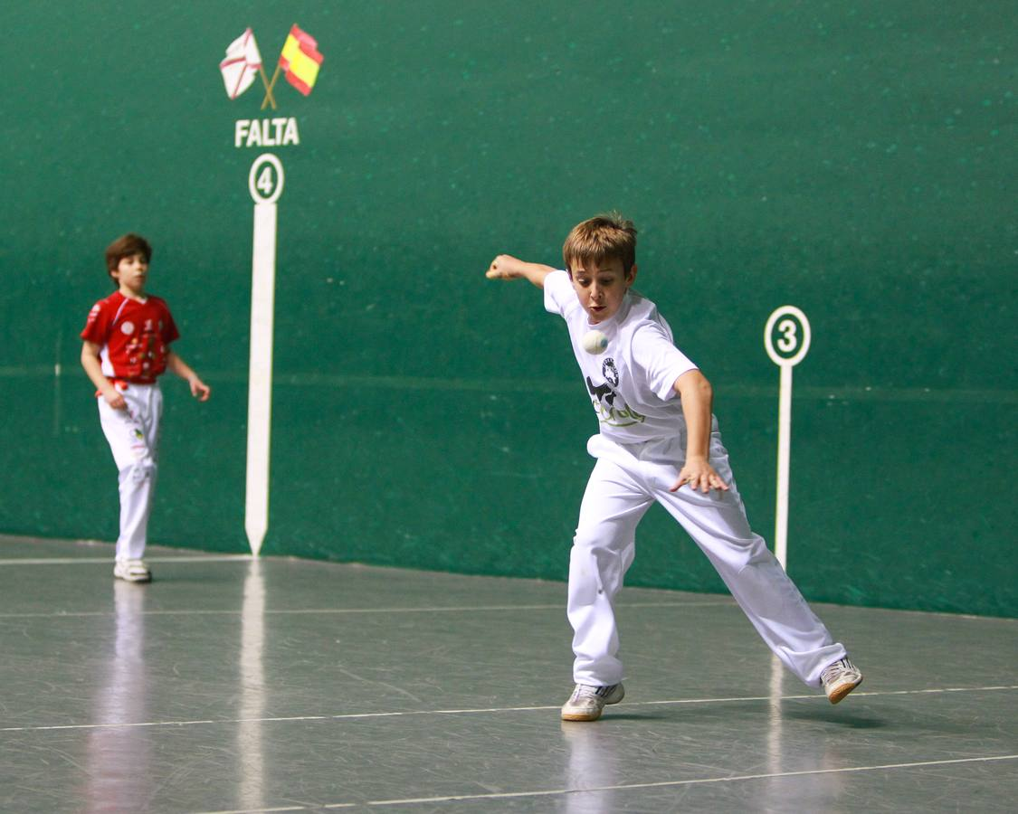Los niños se aficionana a la pelota