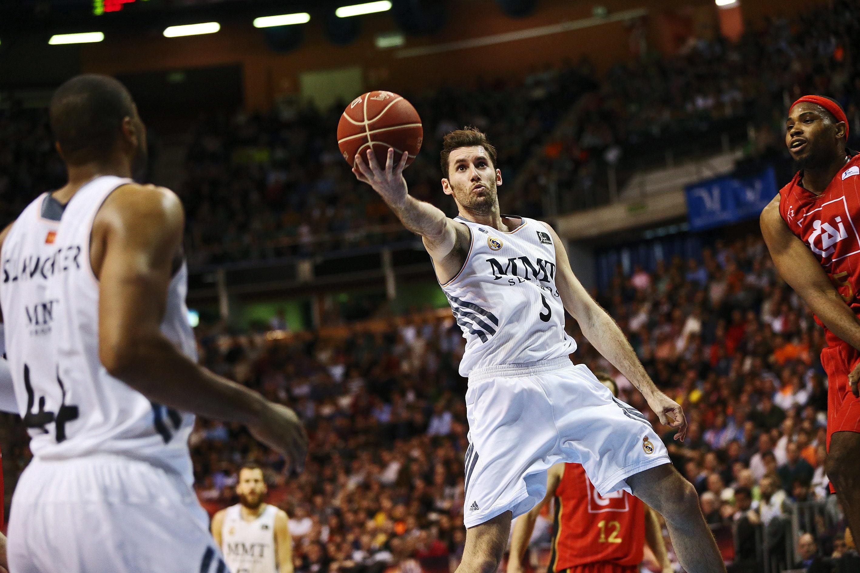 El Madrid gana al CAI con seguridad