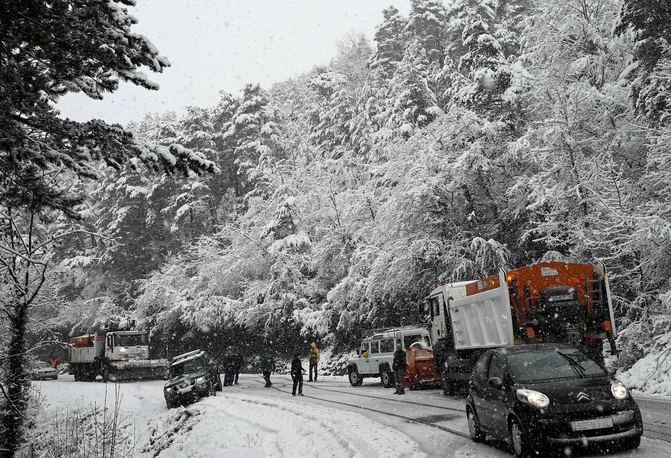 El temporal de viento y nieve azota con fuerza la Península