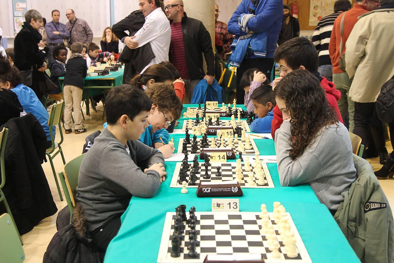 Todos concentrados en el ajedrez